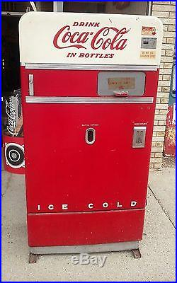 Coca Cola Machine (Plugged In Fired Up) / Shipping Available